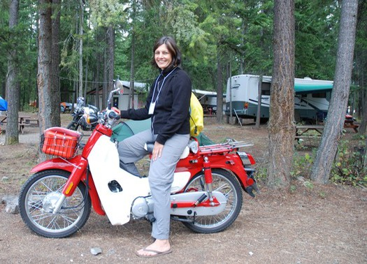 Ulrike Rodrigues on a SYM Symba Honda Cub at Horizons Unlimited 2014